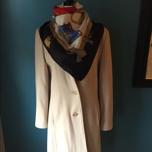 Cashmere and lambswool beige Larry Levine coat.
